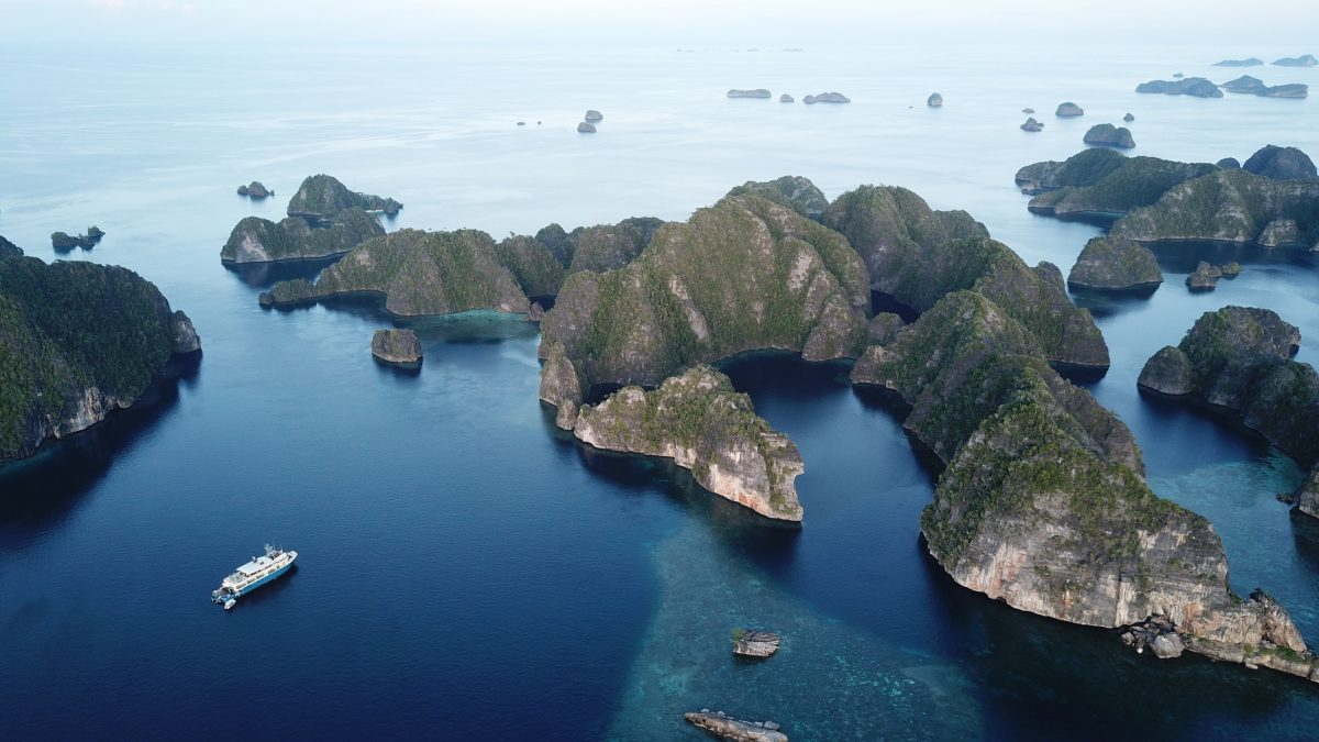 Discover Indonesia on the luxury yacht Kudanil Explorer