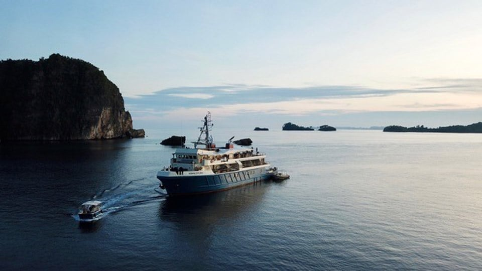 Explore Indonesia on the luxury yacht Kudanil Explorer